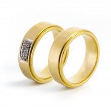 Aliança Com Detalhe Em Ouro Branco e 10 Pontos Em Diamante